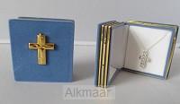Cadeaudoosje blauw met kruisje en kettin