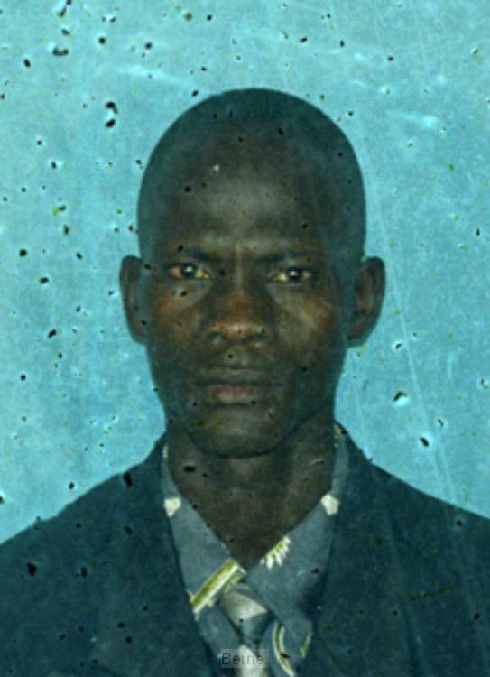 Pose Ugandan images