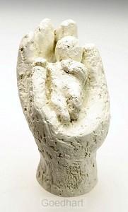 Beeld 16c in Zijn hand 7cm ivoor