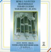 Vier organisten spelen in kapelle