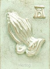 Wandbord biddende handen klein bronsgroe