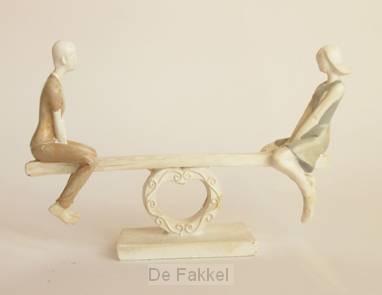 Figurine couple on seesaw 15 cm
