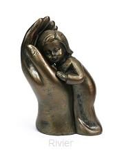 Beeld kind in hand 10cm bronskleur