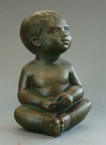 Beeld EMO19 baby zittend brons hoog 12cm