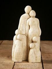 Beeld familie met 4 kinderen 30cm zandkl