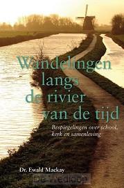 Wandelingen langs de rivier van de tijd