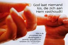 Poster a3 God laat niemand los die...