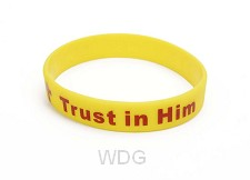 Armband trust in Him geel