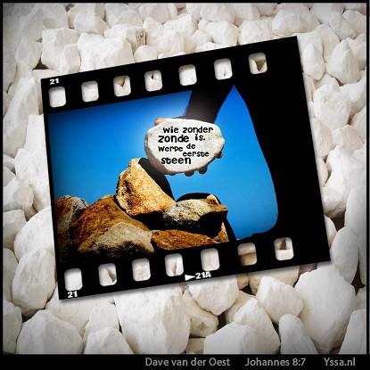 Wie zonder zonde is werpe de eerste steen.